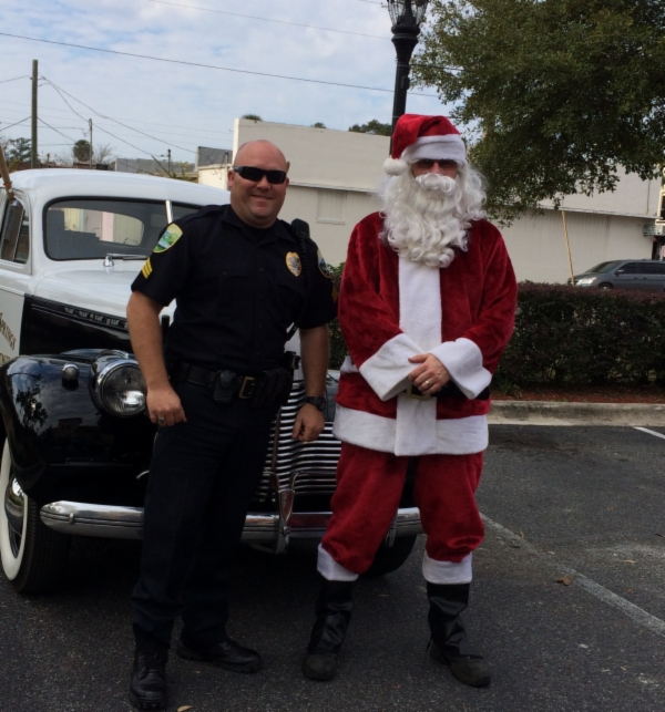 Sgt. Buchanan and Santa Claus arrive in 1940 Chevy Deluxe Police Car