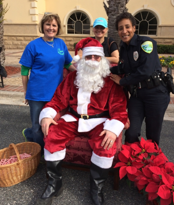 Santa poses with Council Member Pam Lewis, Planning Board Member Lori Witham and Officer Kim Robinson
